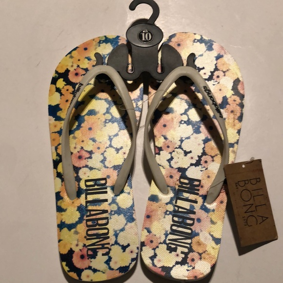 0dab16f01b8f Billabong women s sz 9-10 flip flops cream color